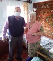 Поздравление вдовы участника Великой Отечественной войны Власюк Тамары Петровны с Днём Победы.